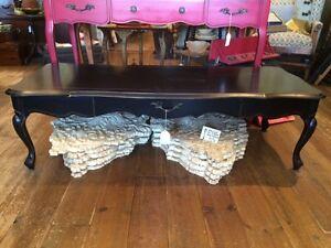 table basse antique peinte noire