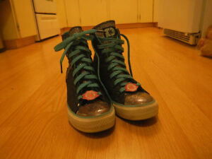 Need a lift?  These hightops are for YOU! These are a US9 size