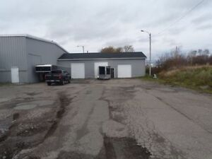 Large 10000 square ft. Warehouse For Rent