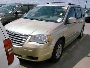 2010 CRYSLER TOWN & COUNTRY TOURING, 7 PASSENGER, ROOF RACK!!