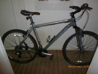 Trek 8.2ds hybrid, hybride aluminum in brand new condition 2013