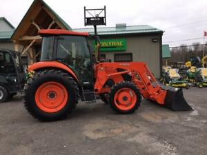 2015 KUBOTA M7060 HDC12  UTILITY TRACTOR , CAB AND LOADER!