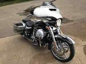 CVO Harley Davidson Street Glide