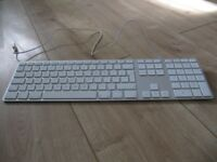 GENUINE APPLE ALUMINIUM USB WIRED KEYBOARD with NUMBERPAD (UK / QWERTY) A1243