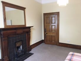 Spacious Double Room - City Centre - New Town