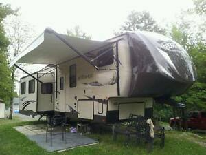 Fifth Wheel 32 ft trailer for sale