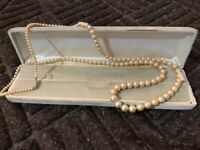 Pearl necklace (costume jewellery - 14 inches)