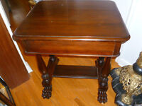 ANTIQUE WALNUT SINGLE DRAWER TABLE WITH CARVED LION FEET