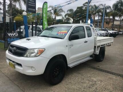2005 Toyota Hilux KUN26R MY05 SR White Manual Cab Chassis Cabramatta Fairfield Area Preview