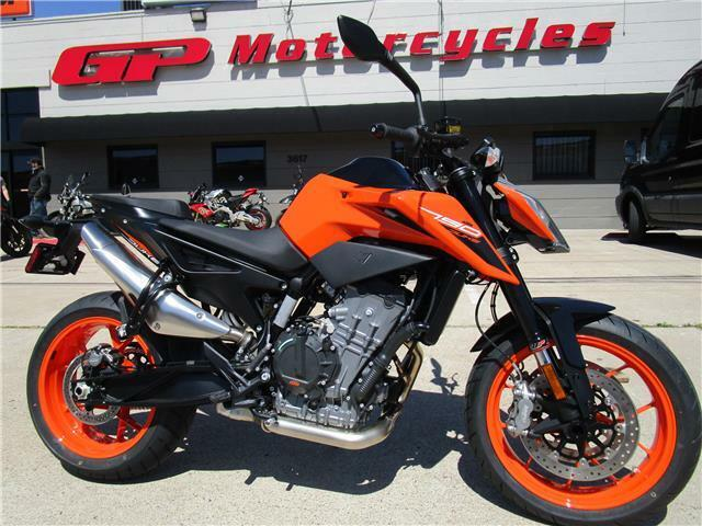 Picture of A 2020 KTM 790 Duke