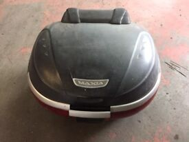 Givi Maxia Large Top Box with Plate