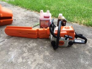 Stihl MiniBoss Chainsaw with Oil only used once Keilor East Moonee Valley Preview