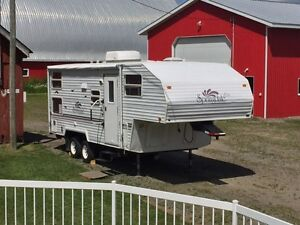 24' Camper with Bunk Beds Perfect Toy Hauler!