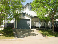 WOW! GREAT TOWNHOUSE, LOW CONDO FEES - CALL TODAY!