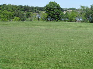 3.5 Acre River-side lot between Lockport and Winnipeg.