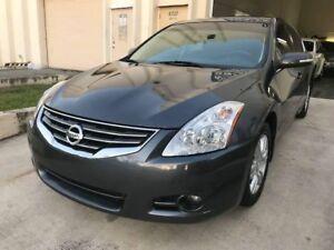 2010 Nissan Altima 2.5 SL - LOW KM'S - WINTER READY !