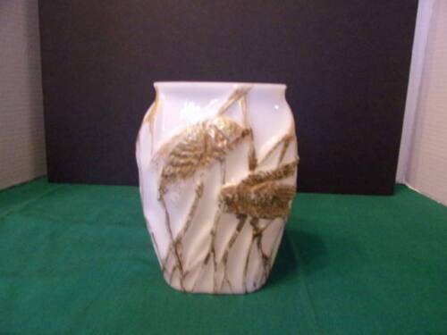 CONSOLIDATED GLASS PILLOW VASE WITH OWLS IN REEDS