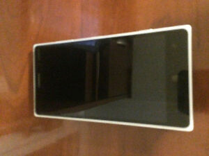 -LIKE NEW- USED - PERFECT CONDITION- NOKIE LUMIA 830!