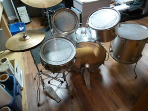 "Pearl Maxwin Drum Set - Bass wPedal, 3 Toms, 20"" B8Ride. Highhat"