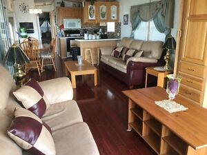 Deluxe Waterfront Cottage in Whylewood Beach Sherkston
