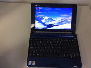 Acer Aspire One ZG5 8.9-Inch Laptop with charger