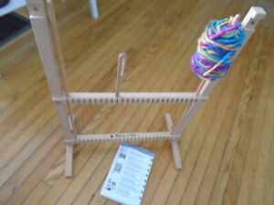 WEAVING LOOM KIT BY MELISSA AND DOUG
