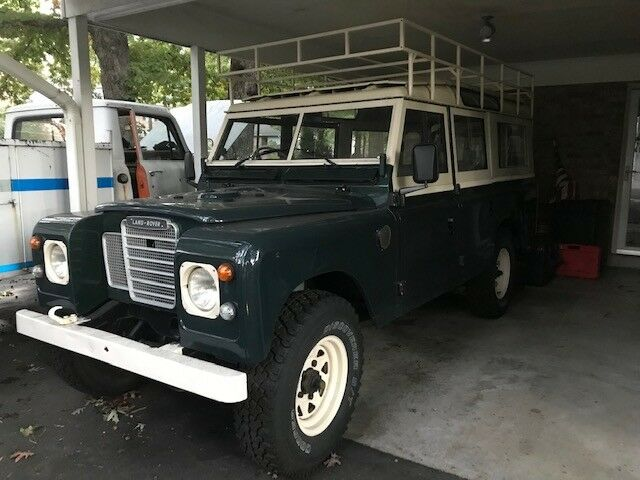 1977 Land Rover Defender  1977 Land Rover Series III 109