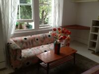 very large room to rent in streatham/west norwood £95. per week