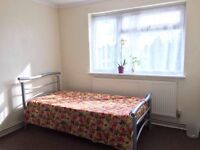Double Room for single person in Newbury Park Ilford - free car park wifi