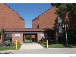 A two bedroom w/balcony & club house in Crestview