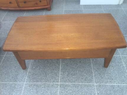 Solid Oak Coffee Table and Side Table. Immaculate Condition Merrylands Parramatta Area Preview