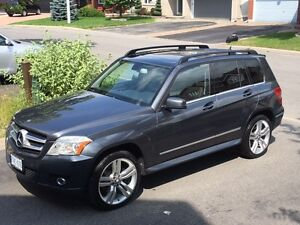 Luxury 2010 Mercedes-Benz GLK350 4 MATIC / Premium / Navi