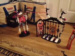 Monster High Freak Du Chic Circus Doll House Rochelle Goyle