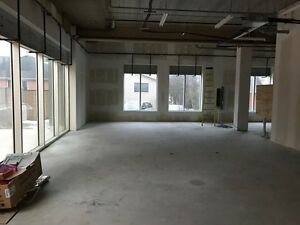COMMERCIAL UNIT FOR LEASE AT $22 PER SQ FT