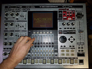 Roland MC-909 Groove Box, Sampler, Drum machine.