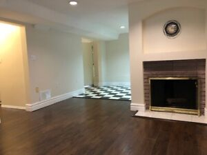 Great 2 bed 1 bathroom Month to Month Garden suite patio & yard