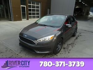 2015 Ford Focus SE Sunroof,  Back-up Cam,  Bluetooth,  A/C,