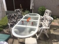 Stunning Patio Garden table, 6 Chairs and 2 stools, cushions for all and umbrella