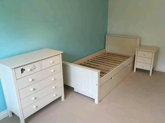 Gorgeous off white bedroom set