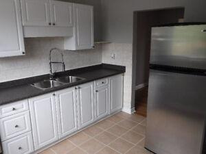 LUXURY 2/3bdr Townhouses for Rent (Barton/Lake-Stoney Creek)