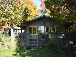 Adorable Country Cottage w/1.6 acres, Views, Close to Ski Hills West Island Greater Montréal image 2