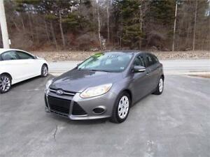 2014 FORD FOCUS SE H/B...LOADED! HEATED FRONT SEATS & BLUETOOTH!