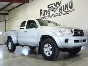 2008 Toyota Tacoma SR5 / 4x4 / Financing Available