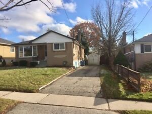 Oshawa 3 bedroom bungalow with basement for rent $1,800