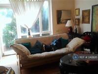 3 bedroom flat in Southwyck House, London, SW9 (3 bed)