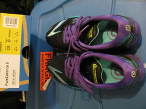 Brooks Pure Cadence Running Shoes, size 7.5, like new condition