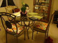 45 inche dinning room table and chairs glass bevelled edge