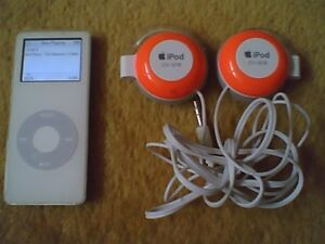 iPod Nano 1GB w Charger and Headphones