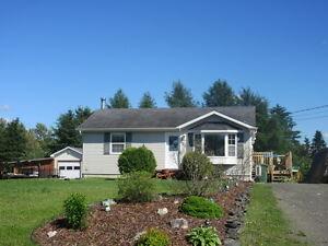 Chaleureuse maison de campagne de style bungalow
