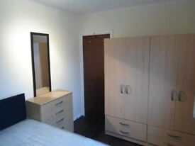 Offering a tidy double room in Bromley, 2 Quernmore Cl - BR1 4EH.
